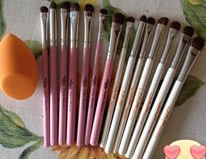 Brush eyeshadows White